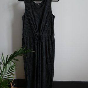 UNIQLO wide legged, cropped jumpsuit. Gray. Size M